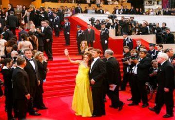 Tình yêu Brad Pitt - Angelina Jolie trên thảm đỏ Cannes