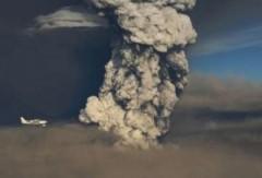Tro bụi núi lửa Iceland hướng tới Anh, các hãng hàng không hủy chuyến