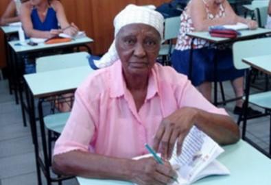 100 tuổi mới bắt đầu đi học chữ