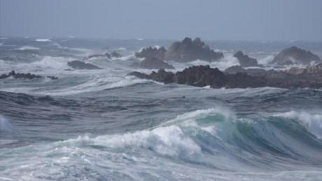 Biển Đông 'sóng vỗ dồn dập'