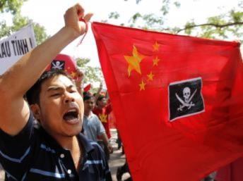 Cả ngàn người xuống đường tại Sài Gòn và Hà Nội phản đối Trung Quốc