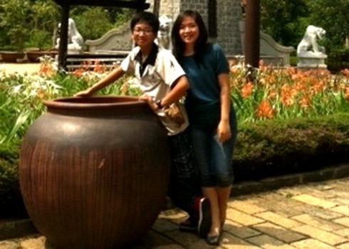 Bé Huy phải một mình ở lại sân bay Đà Nẵng. Ảnh: Gia đình em Huy cung cấp