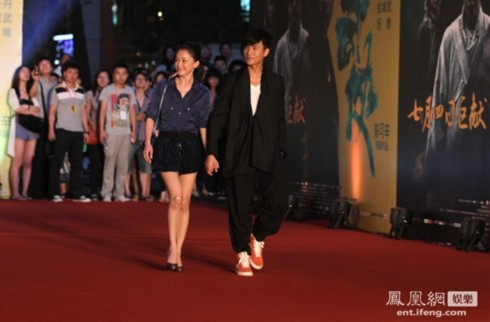 Châu Tấn và Trần Khôn thu hút mọi sự chú ý khi bước trên thảm đỏ tối 28/6.