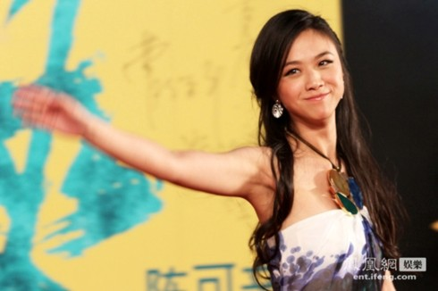 Sau khi bị cắt vai trong phim về cách mạng Trung Quốc Kiến đảng vĩ nghiệp, nữ diễn viên trở lại đầy rạng rỡ trong đợt quảng bá Võ hiệp.