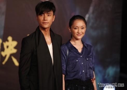 Trần Khôn và Châu Tấn có mối quan hệ rất thân thiết. Hai người từng tung lên blog những bức ảnh đời thường, trong đó cả hai khoác vai, ôm nhau đầy thân mật.