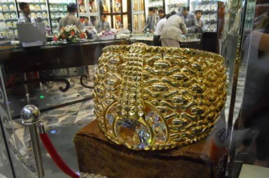 Chiêm ngưỡng chiếc nhẫn vàng lớn nhất thế giới