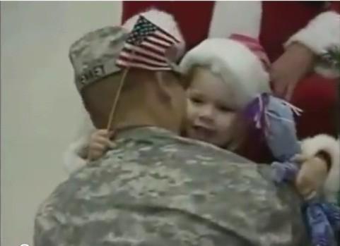 Clip 'Ngày trở về của Bố' khiến cư dân mạng rơi nước mắt