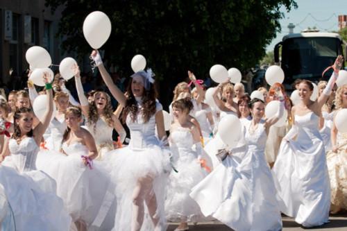 Cuộc đua của các cô dâu xinh đẹp
