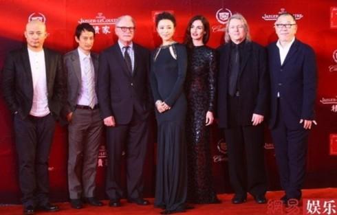 Ban giám khảo tệ tựu trên thảm đỏ.