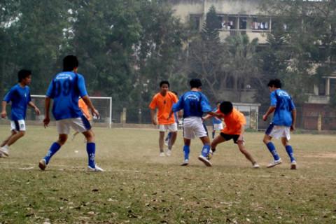 Dịch vụ cho thuê sân bóng tại Hà Nội đang phát triển và rất thu hút khách vào những ngày hè. Ảnh minh họa: Tuệ Minh