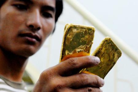 Nhiều khả năng người dân vẫn có quyền mua vàng, nhưng với một số điều kiện nhất định. ảnh: Hoàng Hà