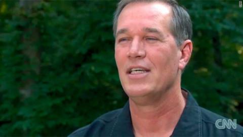 Ông William Dillon được trả tự do sau 27 năm ngồi tù dù vô tội. Ảnh: CNN