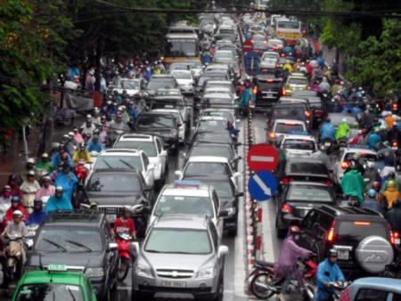 """Giao thông Hà Nội """"khốn đốn"""" với mưa to, đường ngập, ùn tắc"""