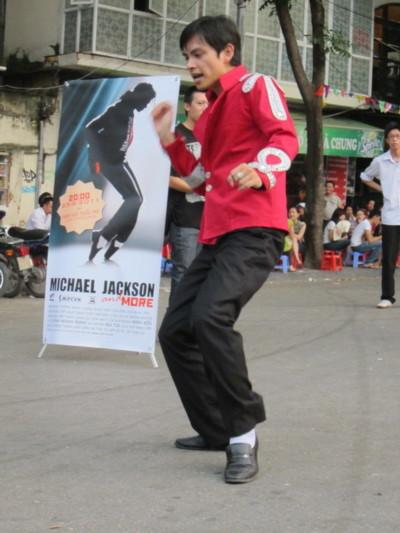 Tú Michael, một trong những người sẽ tham gia biểu diễn trong đêm nhạc 'One Name, One Legend 2: Michael Jackson and more'. Ảnh: Heal The World.