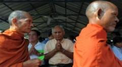 Hàng nghìn người đến tòa án xử Khmer Đỏ