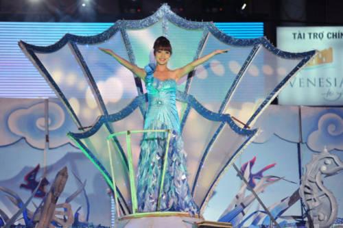 Hoa hậu lộng lẫy đêm hội Carnaval