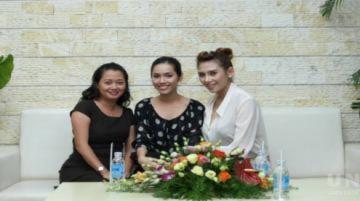 Hoàng Yến truyền bí quyết thi Miss Universe cho Hoàng My
