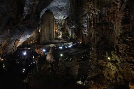 Trung tâm sách Kỷ lục Việt Nam đã công bố động Thiên Đường nắm giữ 3 kỷ lục Việt Nam. Đó là hang động khô có chiều dài nhất.