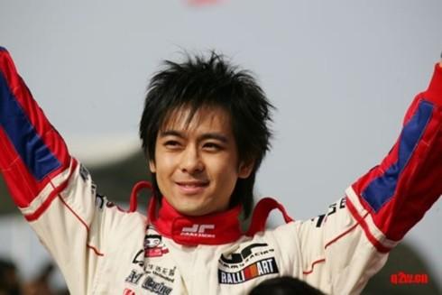 Lâm Chí Dĩnh nổi tiếng với tình yêu dành cho đường đua.