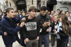 Messi thoát nạn sau vụ tấn công hụt