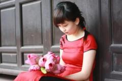 Môi đỏ, má hồng và vẻ đẹp thánh khiết của sen Hồ Tây