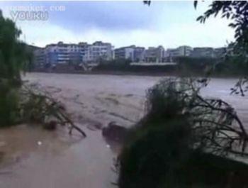Mưa bão đột nhiên làm lụt tỉnh Quý Châu, Trung quốc; Thiệt hại kinh tế hàng triệu đồng