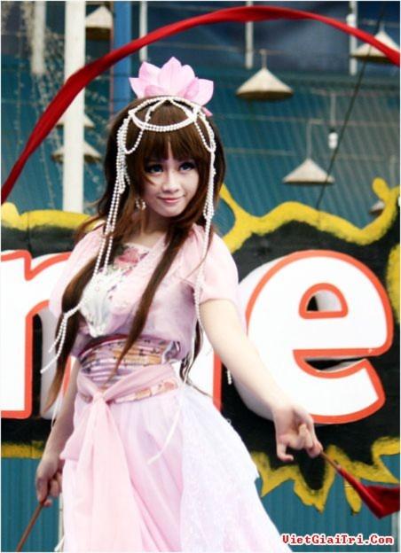Ngắm Công chúa cosplay Chibi múa lụa quyến rũ
