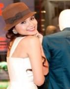 Người đẹp khoe dáng với váy trắng