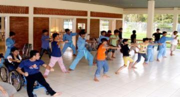 Người khuyết tật múa võ rèn sức khỏe