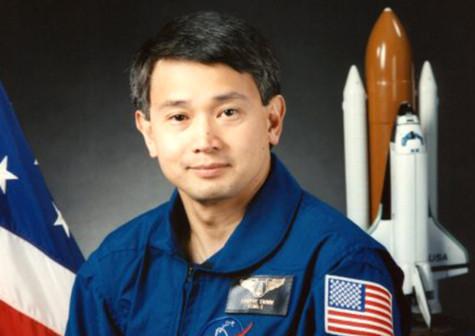 Trịnh Hữu Châu đang được rất nhiều trường đại học danh tiếng ở nước Mỹ mời nói chuyện và giảng dạy.