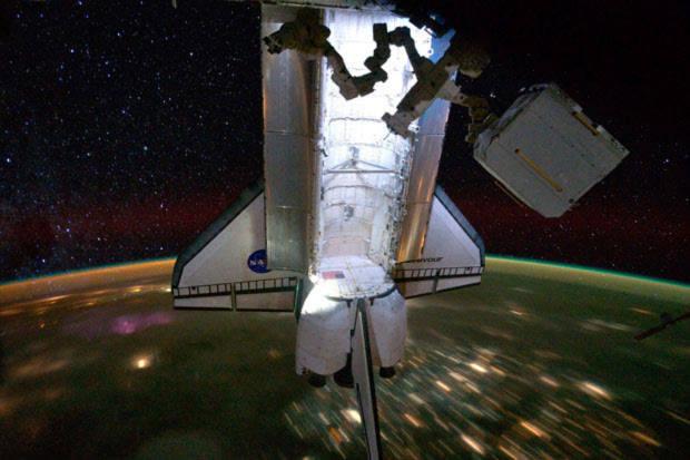 Tàu con thoi Endeavour rời khỏi Trạm không gian quốc tế và trở về Trái đất an toàn.
