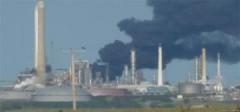 Nổ lớn tại nhà máy lọc dầu của Anh