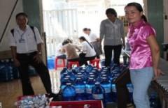 Nước uống nhiễm khuẩn phá niêm phong vào bệnh viện