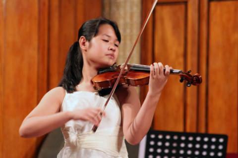 Tài năng violon Đỗ Phương Nhi.