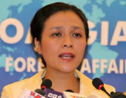 Phát ngôn viên Bộ Ngoại giao Việt Nam Nguyễn Phương Nga trong cuộc họp báo hôm nay. Ảnh: Nguyễn Hưng.