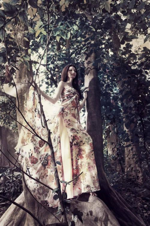 Trúc Diễm đẹp như thiên thần giữa thiên nhiên hoang dã