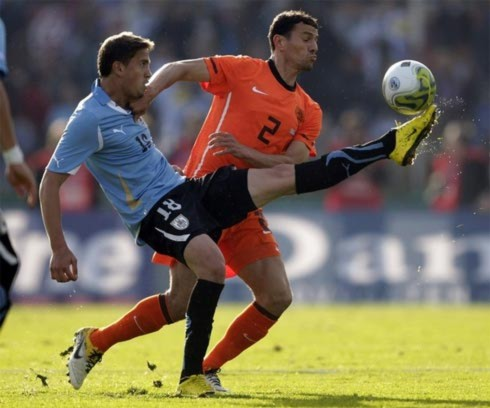 Uruguay (áo xanh) và Hà Lan đều có thể hài lòng vì những gì hai đội thể hiện.