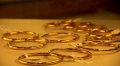 USD ngân hàng giảm mạnh, vàng bám trụ 38 triệu đồng