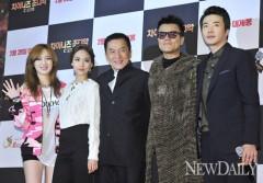 Thành Long trong sự kiện quảng bá 12 con giáp ở Hàn Quốc cùng Kwon Sang Woo, JYP và 2 thành viên missA.