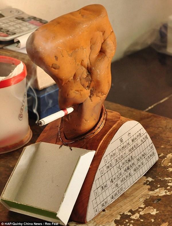 Cục đá biết hút thuốc bí ẩn ở Trung Quốc 2