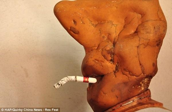 Cục đá biết hút thuốc bí ẩn ở Trung Quốc 3