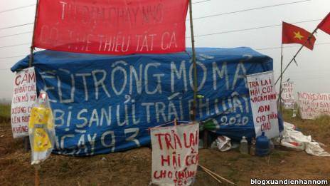 Người dân Dương Nội dựng lều từ giữa tháng Giêng để giữ đất
