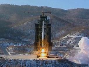 Hỏa tiễn Unhab-3 rời giàn phóng hôm 12 tháng 12, 2012