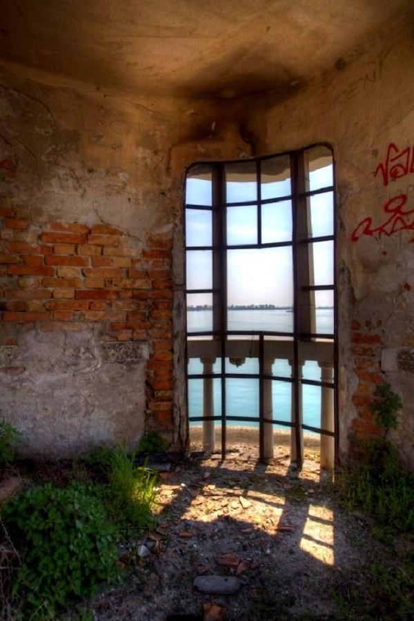 Truyền thuyết về hòn đảo bị ma ám ở Italy 14