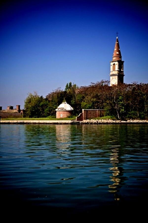Truyền thuyết về hòn đảo bị ma ám ở Italy 7