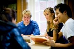 Học bổng càng khó nhằn thì càng có giá trị và cũng bõ để phấn đấu hơn