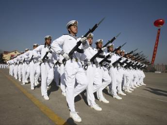 Lễ duyệt binh của lực lượng hải quân Trung Quốc tại Thanh Đảo, tỉnh Sơn Đông 04/03/2013 (REUTERS /Stringer)