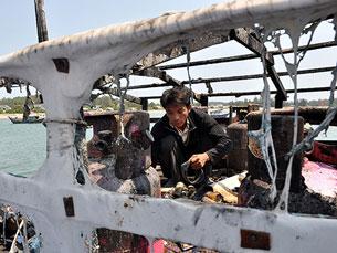 Tàu cá VN bị truy đuổi và bị tàu TQ bắn cháy hôm 20 tháng 3. Courtesy nld