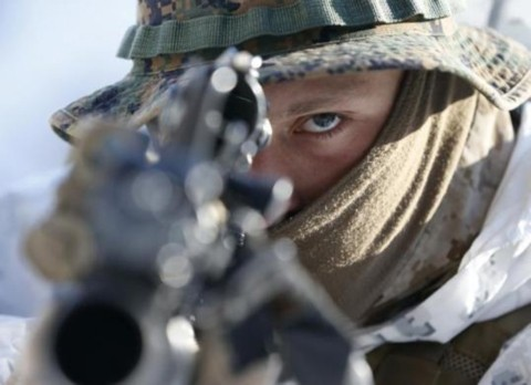 Một binh sĩ lính thủy đánh bộ tham gia tập trận mùa đông với lính Hàn Quốc ở Pyeongchang, cách Seoul 180km hồi tháng 2/2013.