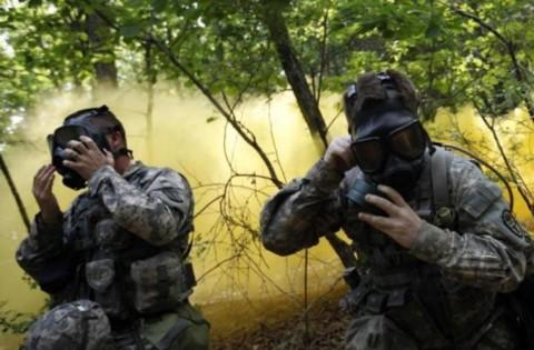 Binh sĩ Mỹ đồn trú tại Hàn Quốc tham gia tập trận quân sự ở Paju, gần khu vực phi quân sự chia cắt hai miền Triều Tiên, Hàn Quốc.